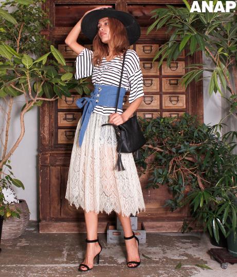 タックフレアTシャツ+レーススカートセット