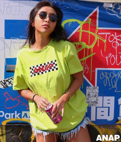 『ANAP』チェッカーフラッグロゴTシャツ