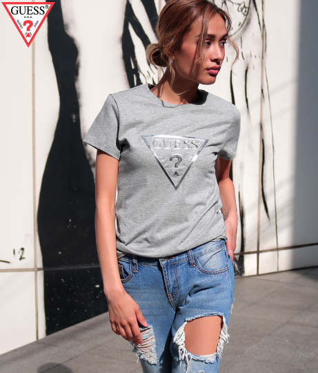 GUESS METALLIC TRIANGLE LOGO TEE