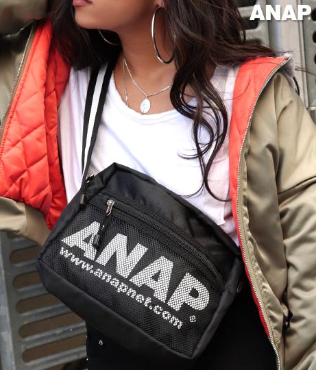 『ANAP』ロゴラインボディーバッグ