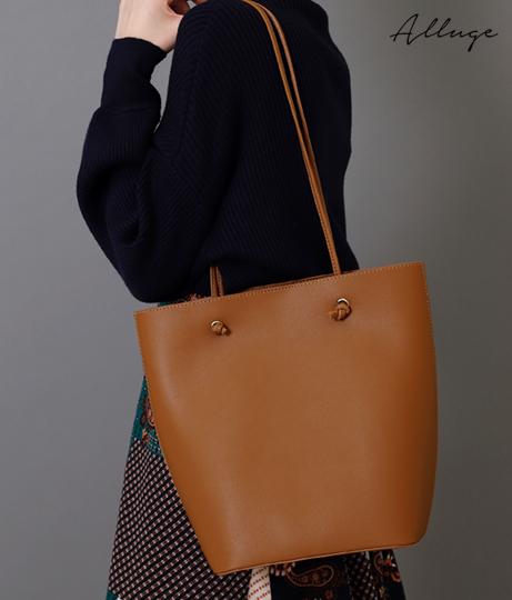 シンプルデザインショルダーバッグ