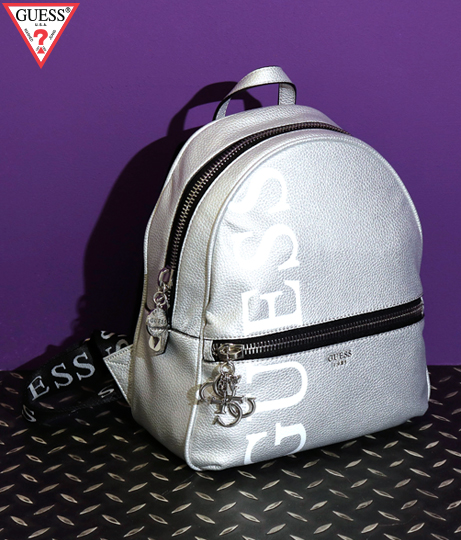 GUESS URBAN CHIC METALLIC LOGO BACKPACK(バッグ・鞄・小物/バックパック・リュック) | GUESS