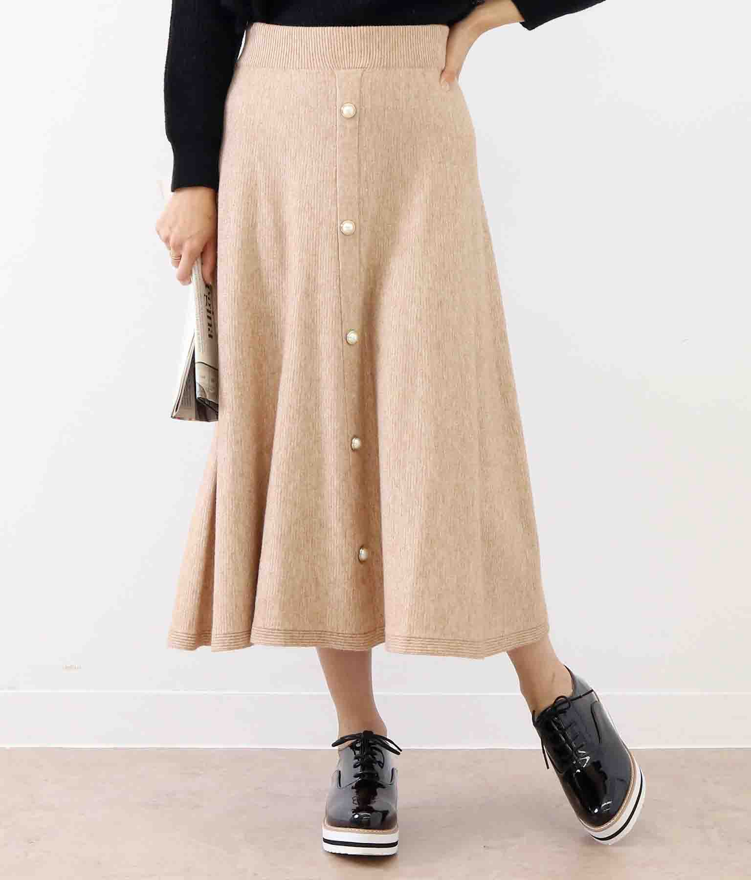 パールボタン付きフレアニットスカート