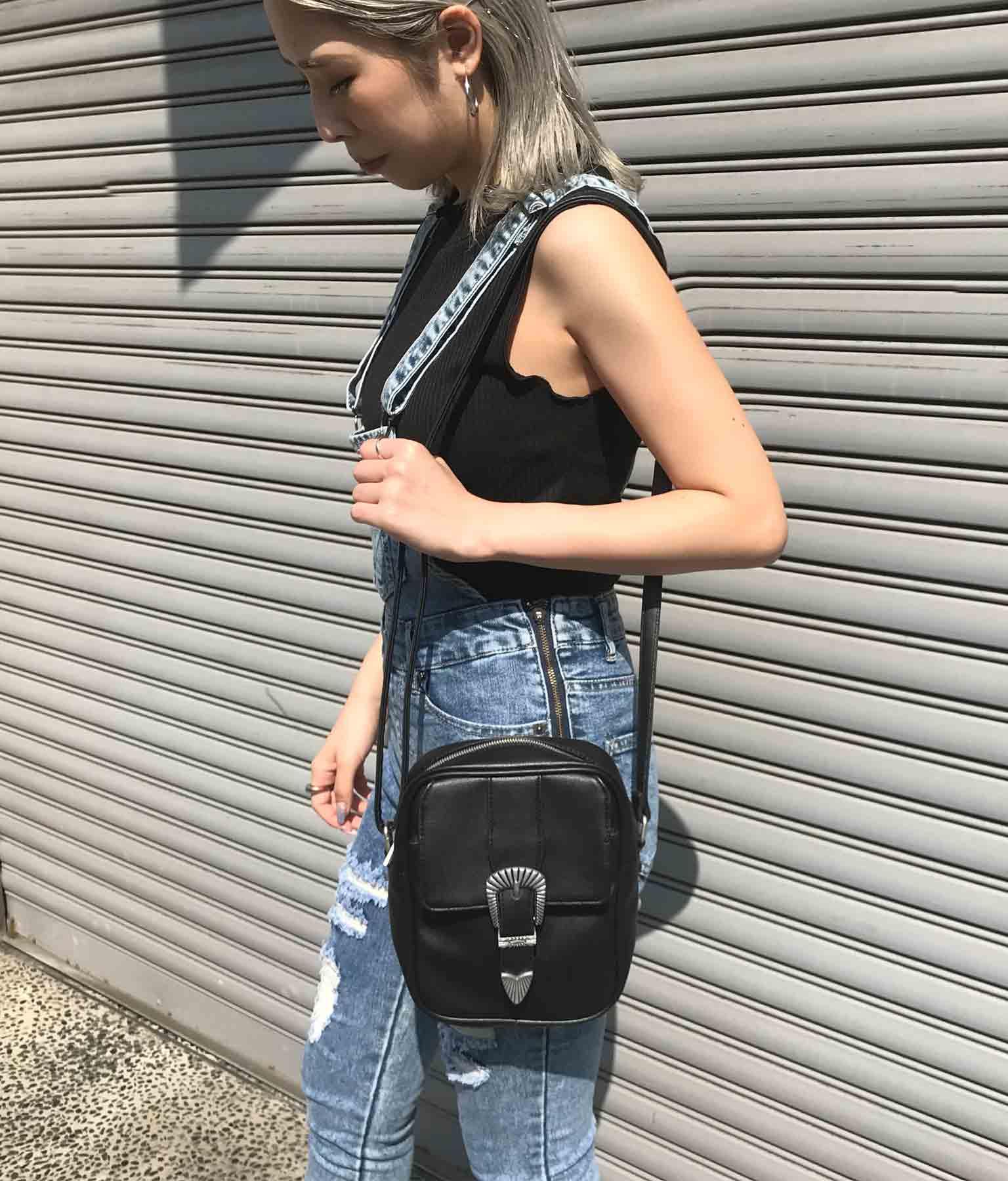 ベルト付きバッグ