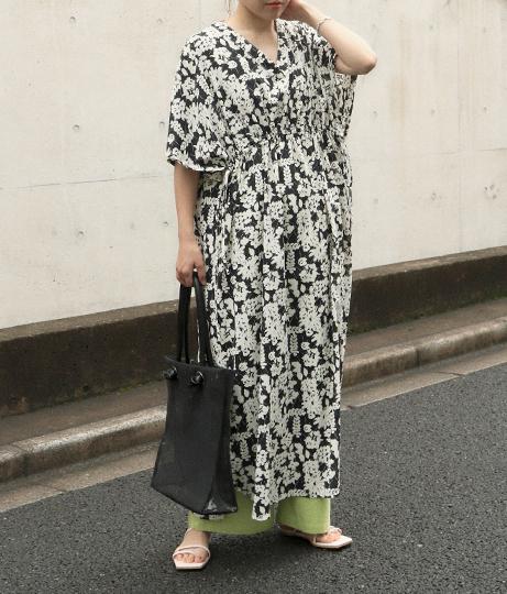 花柄シャーリングワンピース(ワンピース・ドレス/ロングワンピ・マキシ丈ワンピース) | AULI
