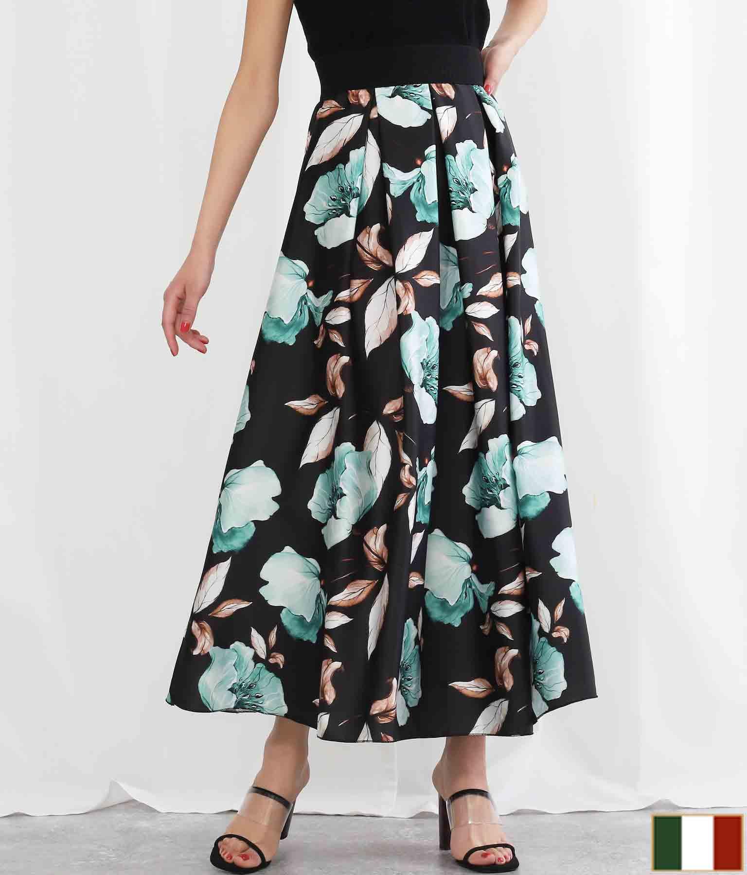 サテンボタニカルプリントフレアロングスカート