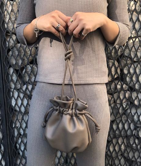 エコレザーミニ巾着バッグ