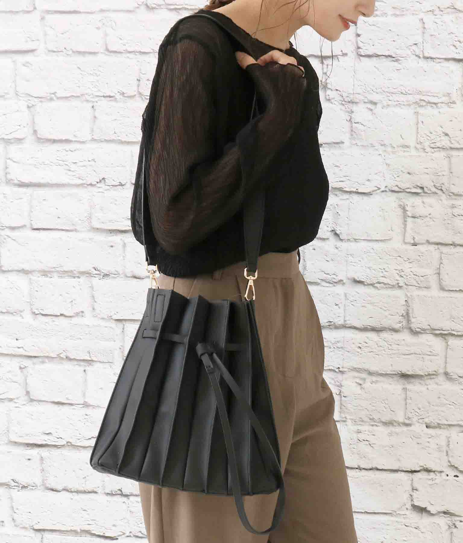 ポーチ付きプリーツバッグ(バッグ・鞄・小物/ハンドバッグ・ショルダーバッグ) | CHILLE