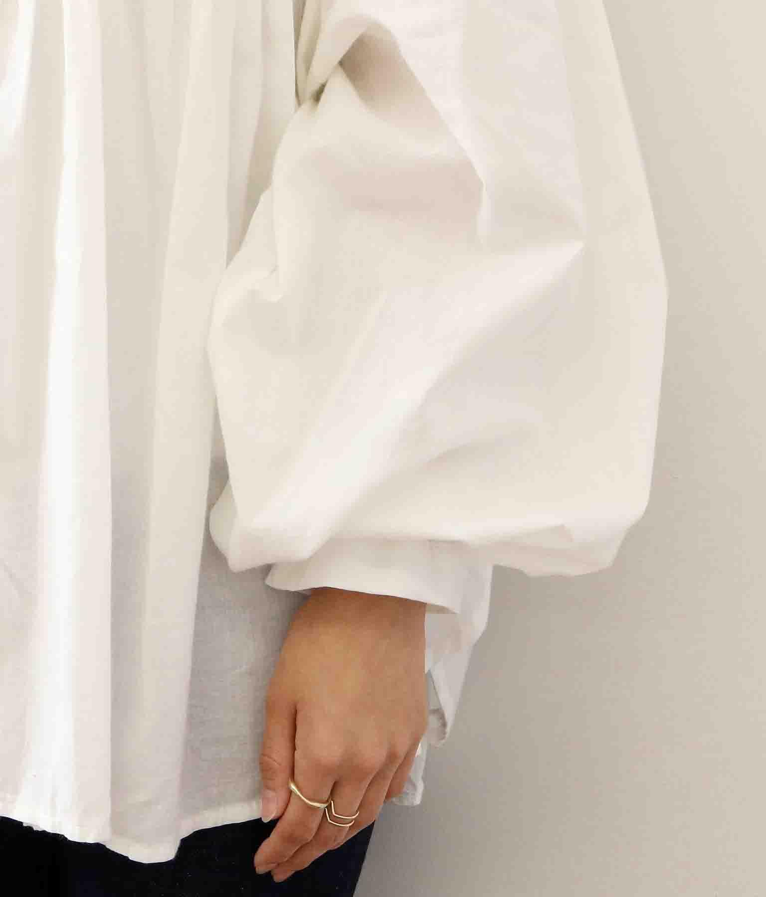 袖ボリューム立ち襟Aラインシャツ | CHILLE