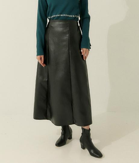 フェイクレザータイトフレアスカート