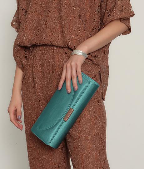 サテンフラップクラッチバッグ(バッグ・鞄・小物/クラッチバッグ・ショルダーバッグ) | AULI